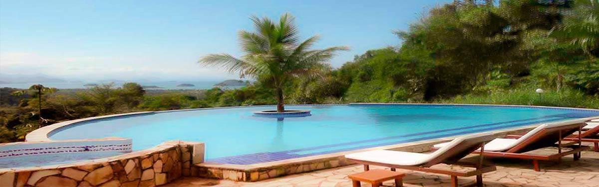 piscina com água de fonte natural