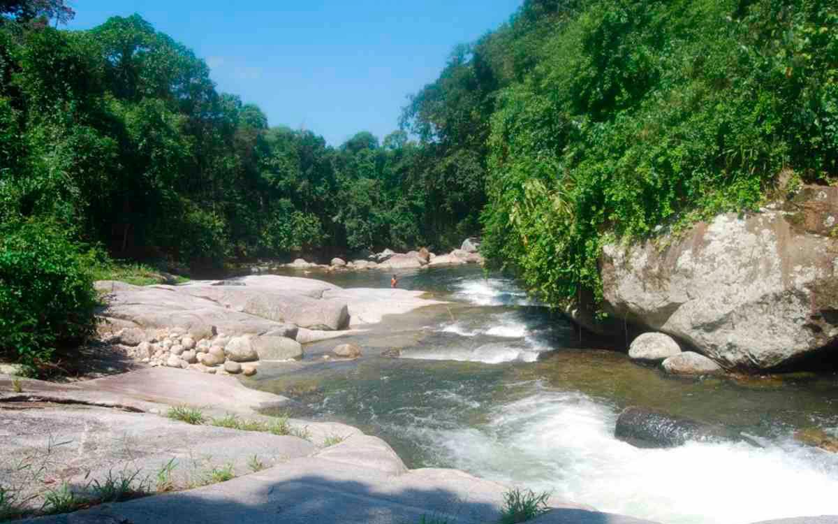 Cachoeira na chácara Rio Pequeno