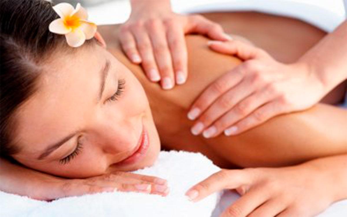 Massagem relaxante na casa para temporada