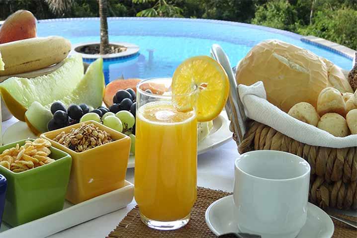 Um delicioso Café da manhã na Chácara Rio Pequeno em Paraty